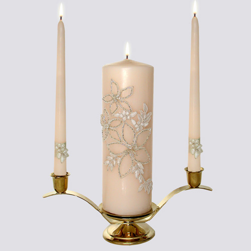 Delicately beaded lily flowers adorn the unity candle while a silk band